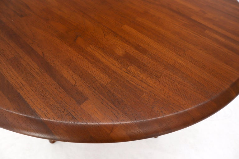 Solid Teak Danish Mid-Century Modern Round Dining Dinette Table For Sale 1