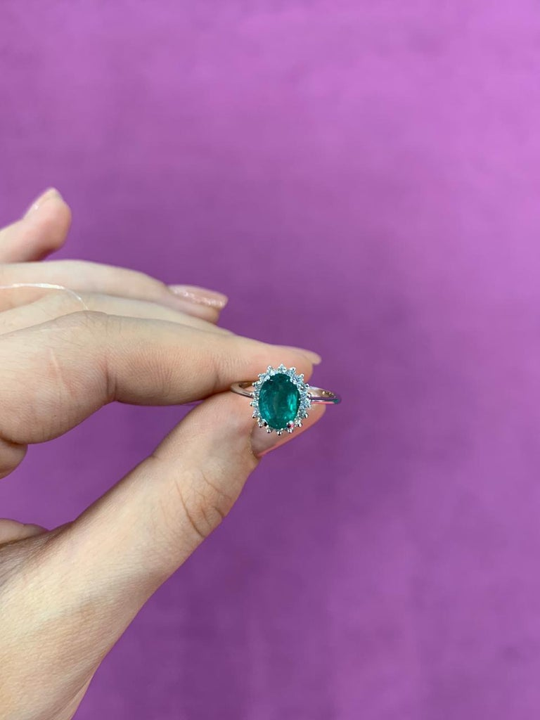 Solitaire 1.4 Carat Emerald White Diamond Gold Ring In New Condition For Sale In Montreux, CH