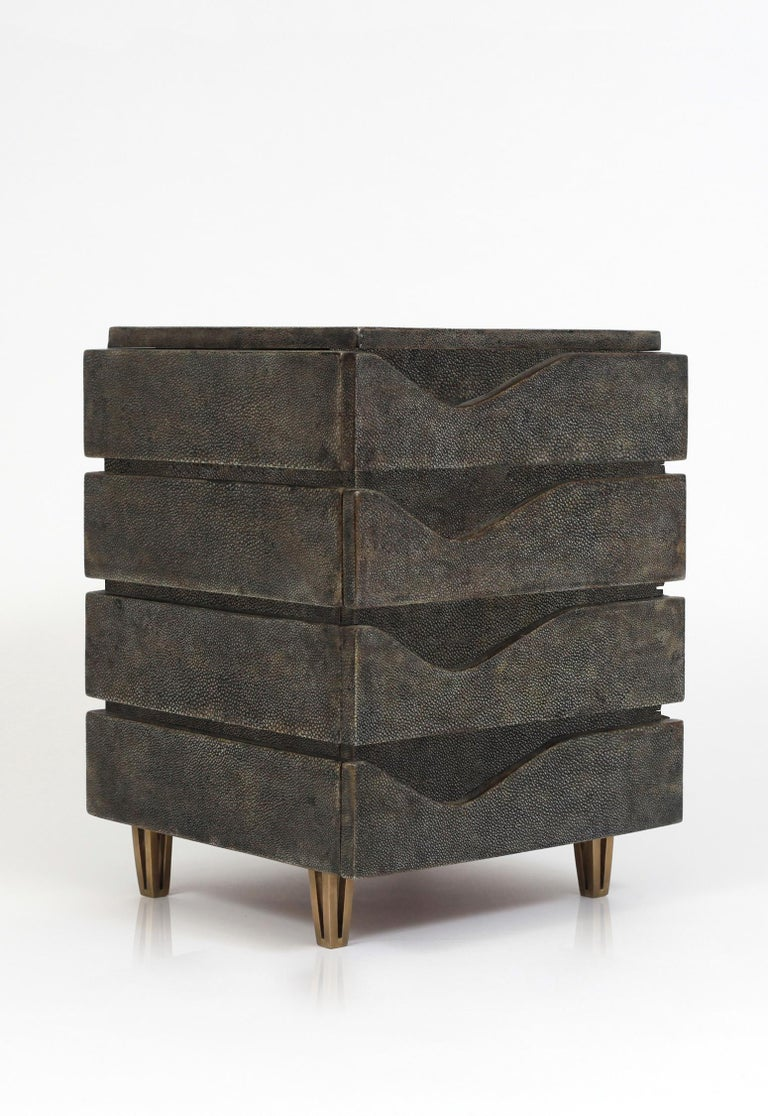 Sonia Jewelry Chest in Cream Shagreen, Black Pen Shell and Brass by R&Y Augousti For Sale 3