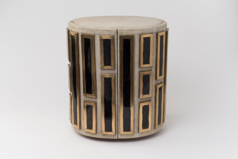 Hand-Crafted Sonia Jewelry Chest in Cream Shagreen, Black Pen Shell and Brass by R&Y Augousti For Sale