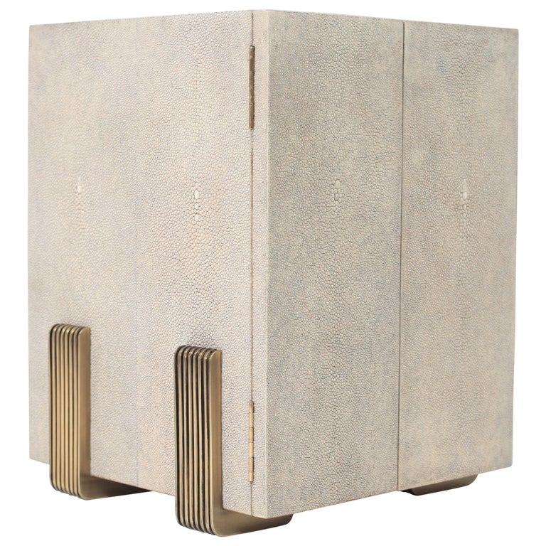 Sonia Jewelry Chest in Cream Shagreen, Black Pen Shell and Brass by R&Y Augousti For Sale