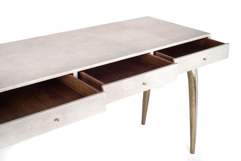 French Sonia Writing Desk in Cream Shagreen and Bronze-Patina Brass by R&Y Augousti For Sale