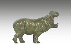 Bronze Yawning Hippopotame
