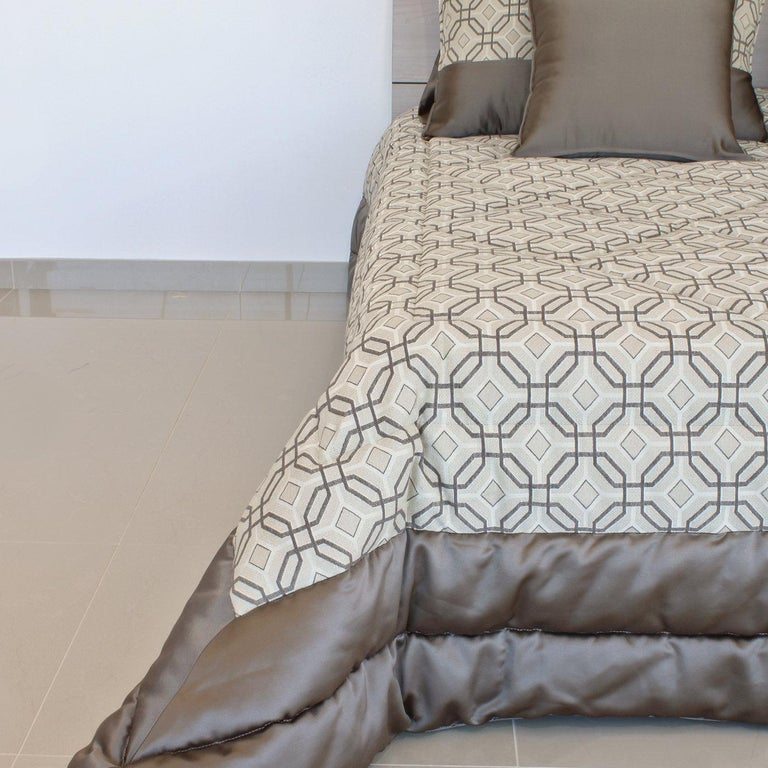 An elegant addition to any home, the Sorrento King size bedding set features a stunning quilt made of cotton and polyester. Padded with soft polyester, the quilt is enriched with a singular motif of strong geometric value enclosed in dark-colored