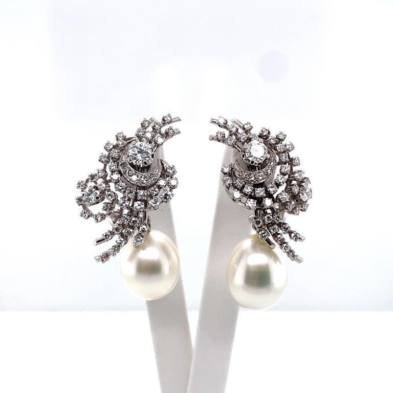 South Sea Cultured Pearl and Diamond Earclips by Bucherer in 18 Karat White Gold In Good Condition For Sale In Lucerne, CH
