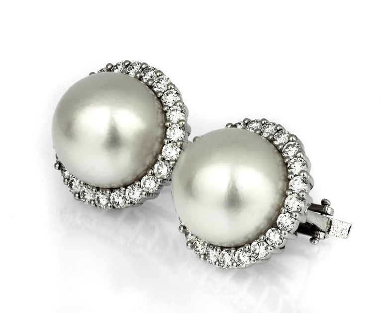 South Sea Cultured-Pearl and Diamonds Cluster, Clip-On Earrings In Excellent Condition For Sale In London, GB