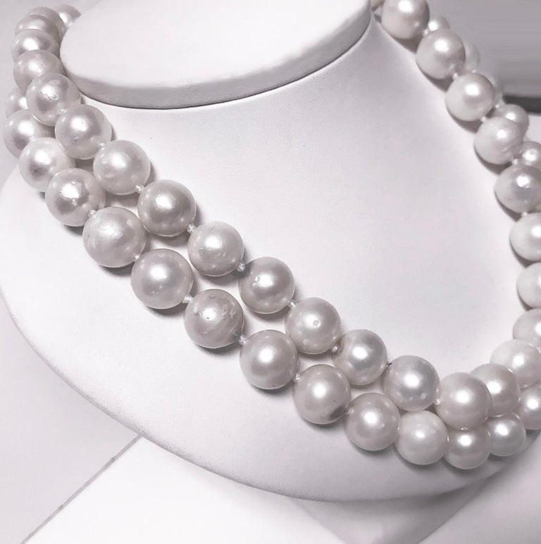 Women's or Men's South Sea Cultured Pearls Necklace For Sale