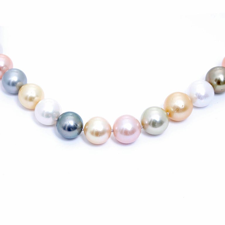 South Sea Multi-Color Pearl Necklace with Diamond Clasp In New Condition For Sale In Dallas, TX