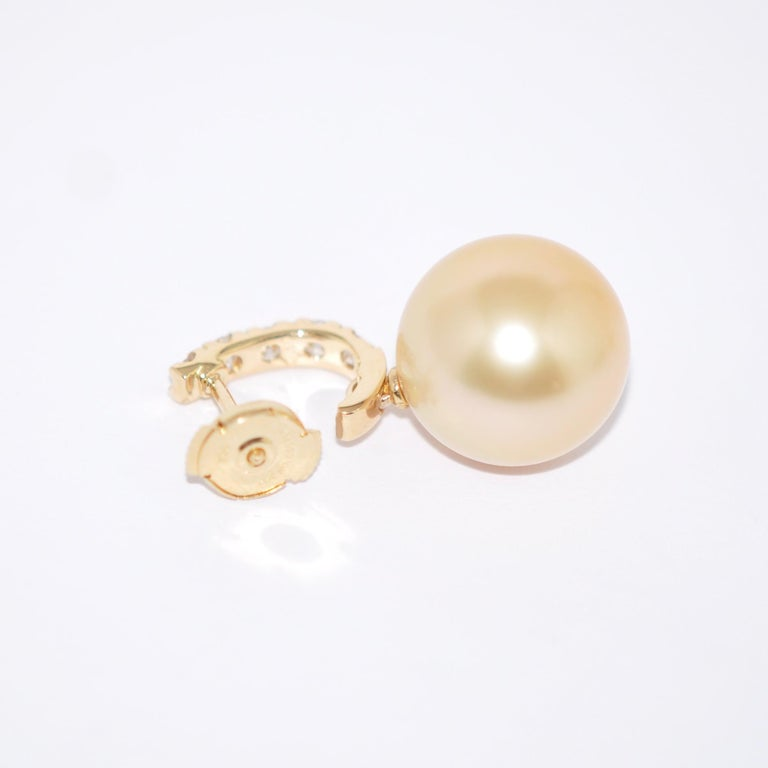 Women's South Sea Pearl and White Diamonds on Yellow Gold 18 Karat Drop Earrings For Sale