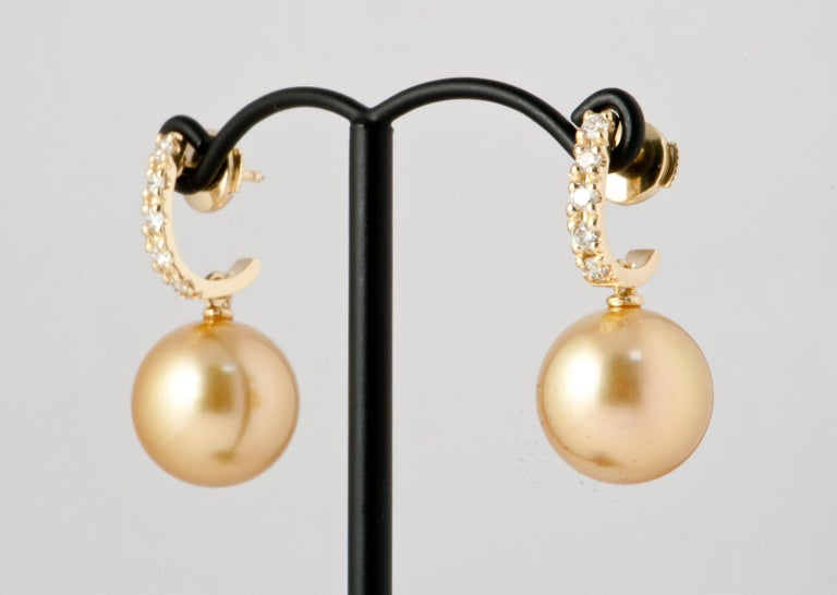 South Sea Pearl and White Diamonds on Yellow Gold 18 Karat Drop Earrings In New Condition For Sale In Vannes, FR