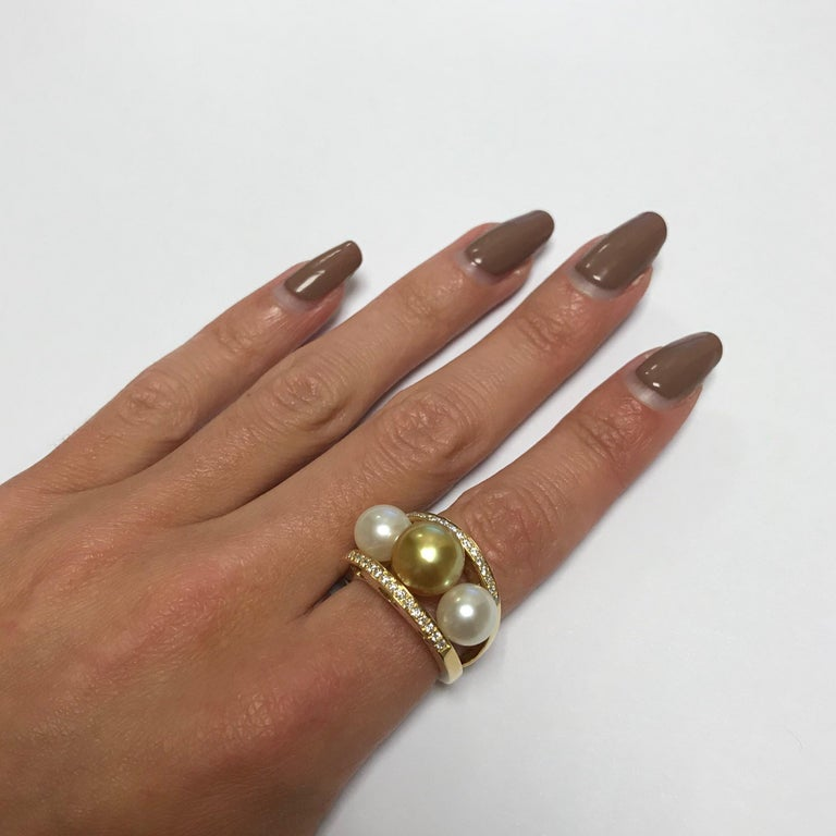 South Sea Pearl and White Diamonds on Yellow Gold 18 Karat Fashion Ring For Sale 2