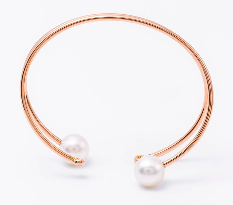 Round Cut South Sea Pearl Bangle Bracelet 0.12 Carat 18 Karat Rose Gold For Sale