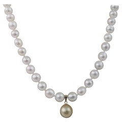 South Sea Pearl Necklace and Golden Pendant Round, 18 Karat Gold