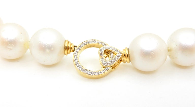 South Sea Pearl Necklace with 18 Carat Yellow Gold and Diamond Clasp In New Condition For Sale In Brisbane, QLD
