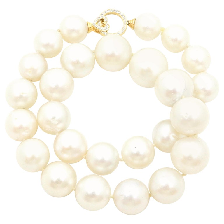 South Sea Pearl Necklace with 18 Carat Yellow Gold and Diamond Clasp For Sale