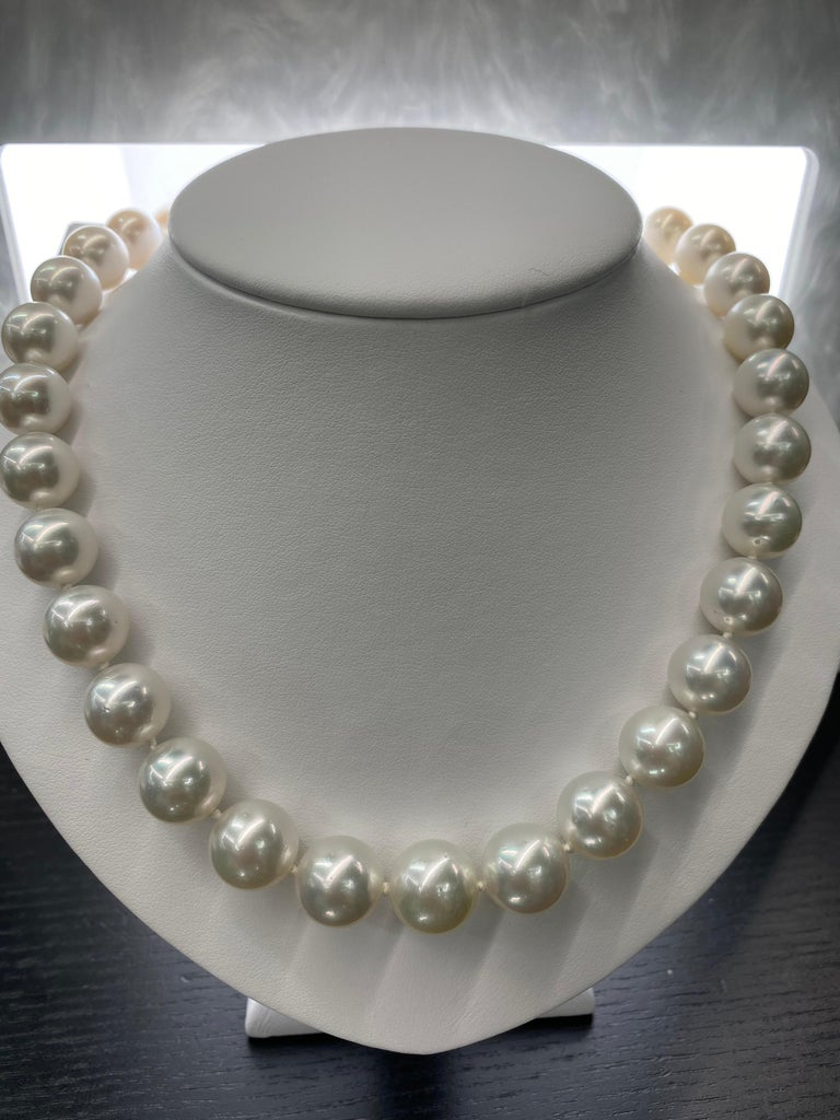 South Sea Pearl Stand Necklace 14 Karat White Gold For Sale 1