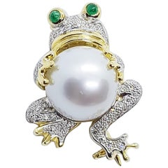 South Sea Pearl with Cabochon Emerald and Diamond Frog Brooch Set in 18K Gold