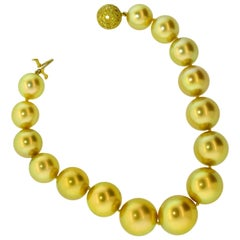 South Sea Pearls, Natural Fancy Intense Yellow Diamond Clasp, Pierre/Famile