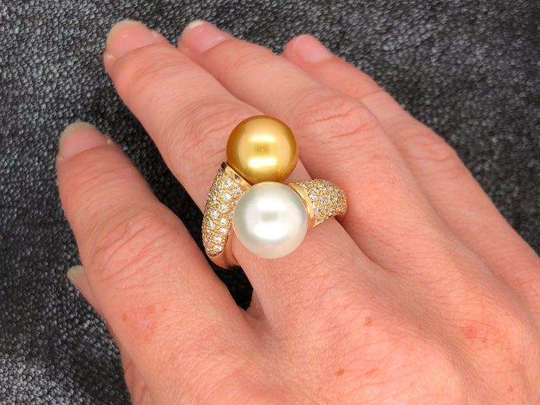 South Sea Pearls with White Diamonds on Gold 18 Carat Ring For Sale 4