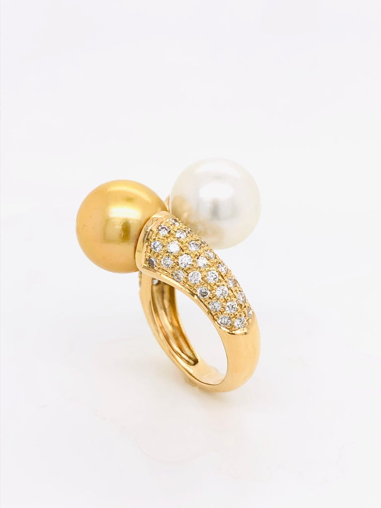 South Sea Pearls with White Diamonds on Gold 18 Carat Ring In New Condition For Sale In Vannes, FR