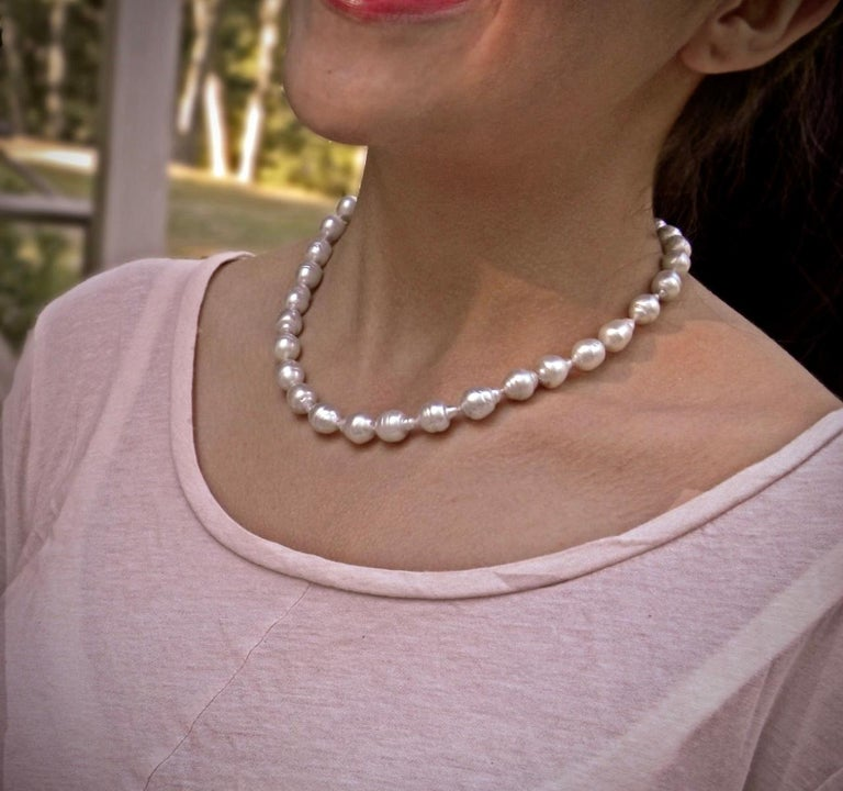 South Sea White Baroque Pearls Necklace In Excellent Condition For Sale In Brunswick, ME