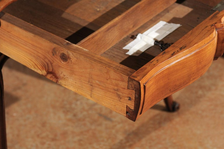 Southwestern French 1730s Louis XV Fruitwood Crossbow Writing Table with Drawer For Sale 2