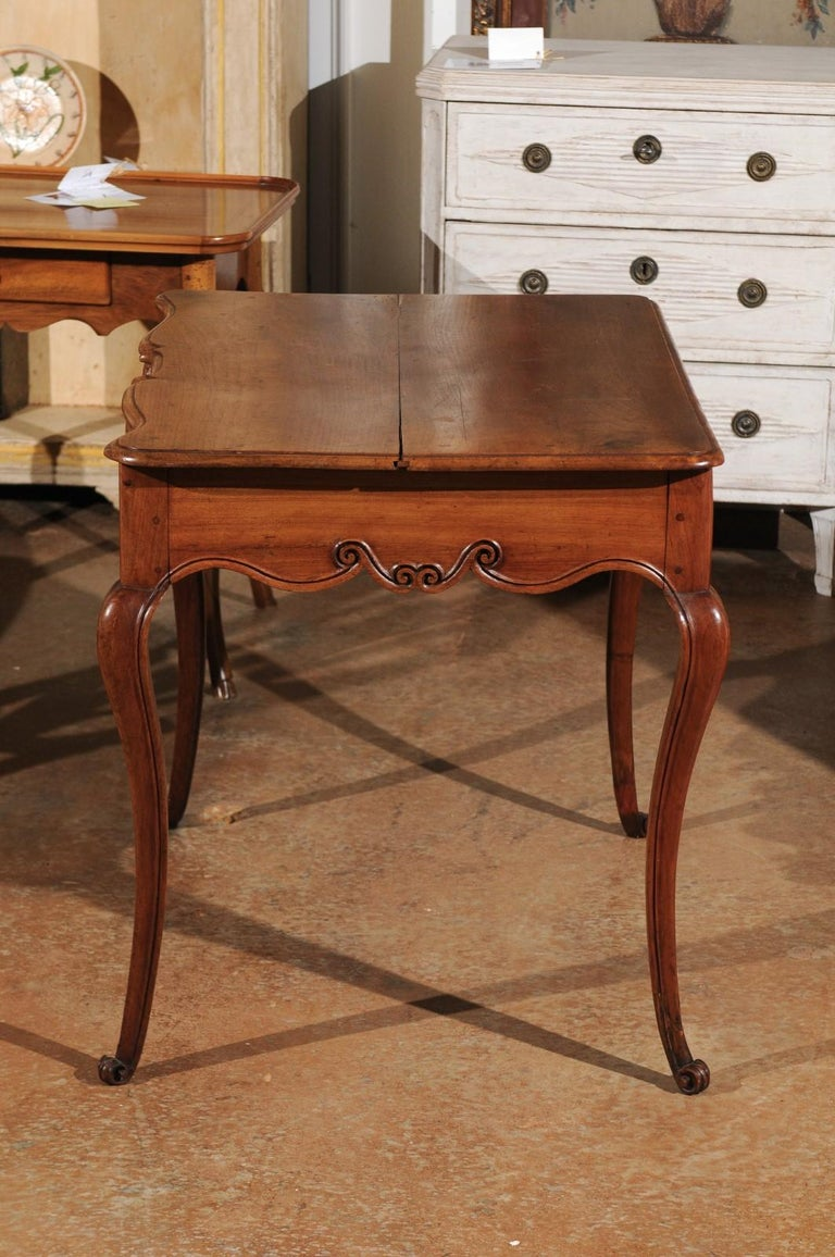 Southwestern French 1730s Louis XV Fruitwood Crossbow Writing Table with Drawer For Sale 5