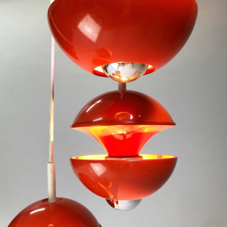 Space age chandelier by Klaus Hempel for Kaiser Leuchten, Germany 1972. In Good Condition For Sale In Haderslev, DK