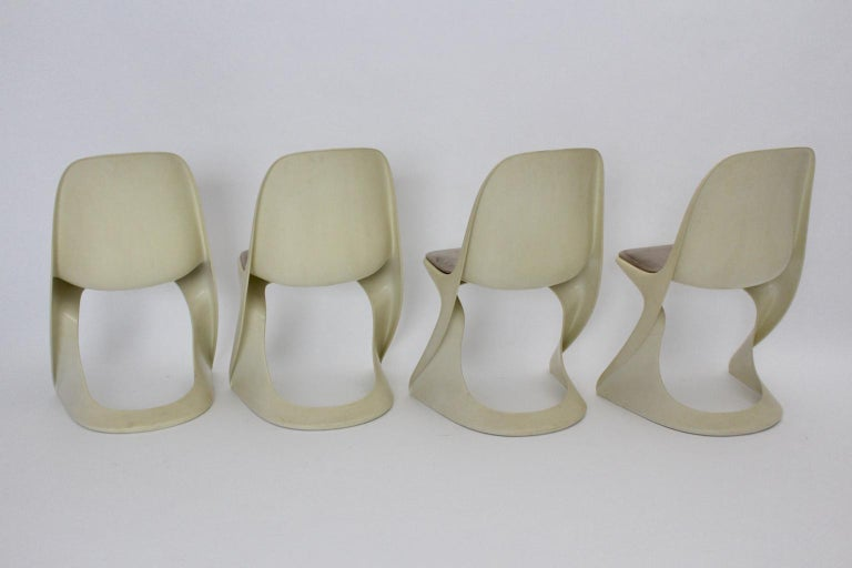 Space Age Four White Vintage Plastic Dining Chairs Alexander Begge, 1971 In Good Condition For Sale In Vienna, AT