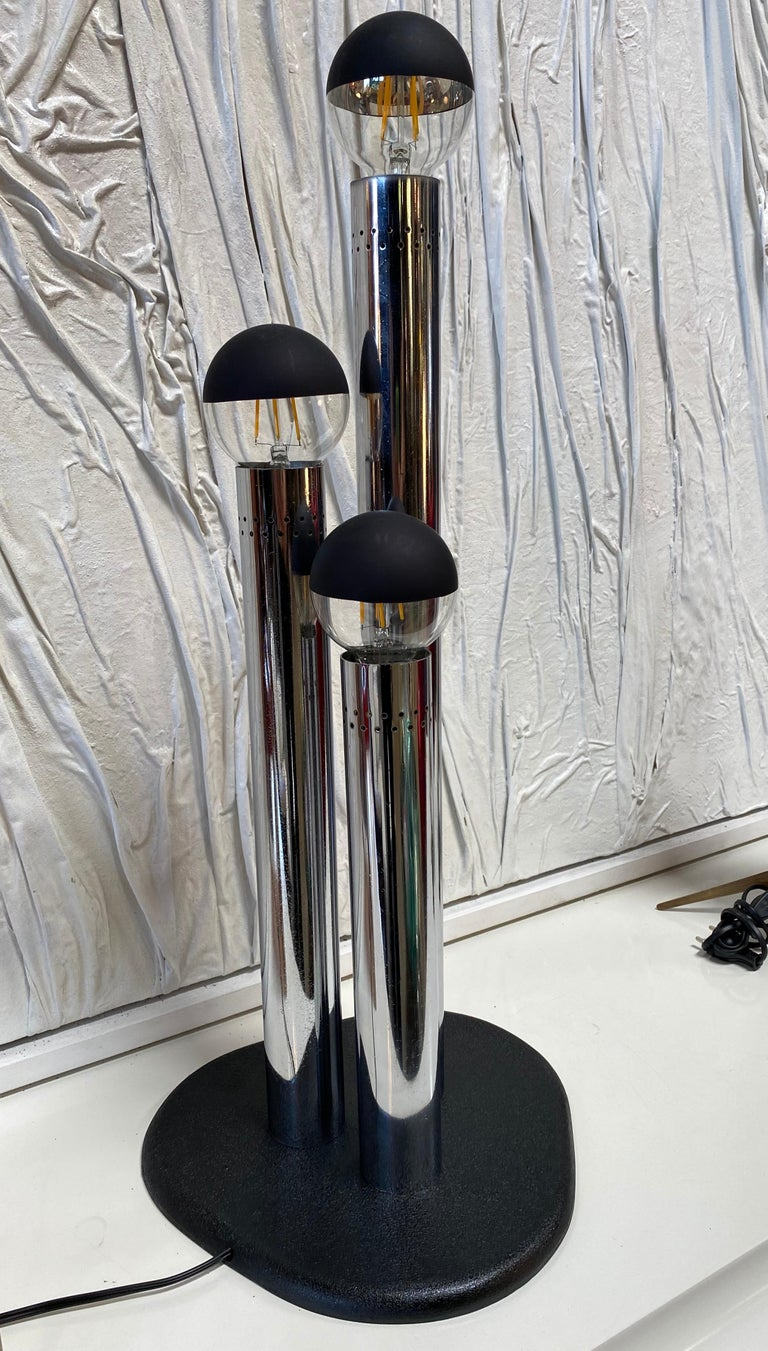 Space Age lamp is a beautiful decorative lamp realized in the 1970s by Goffredo Reggiani for Reggiani Illuminazione.  A very beautiful table lamp with three lights realized in chromed steel with an elegant and sinuous design.  Reggiani