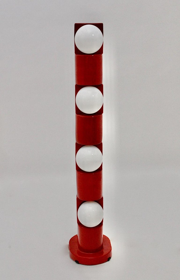 Space Age Vintage Red Ceramic Totem Floor Lamp, 1960s, Italy In Good Condition For Sale In Vienna, AT