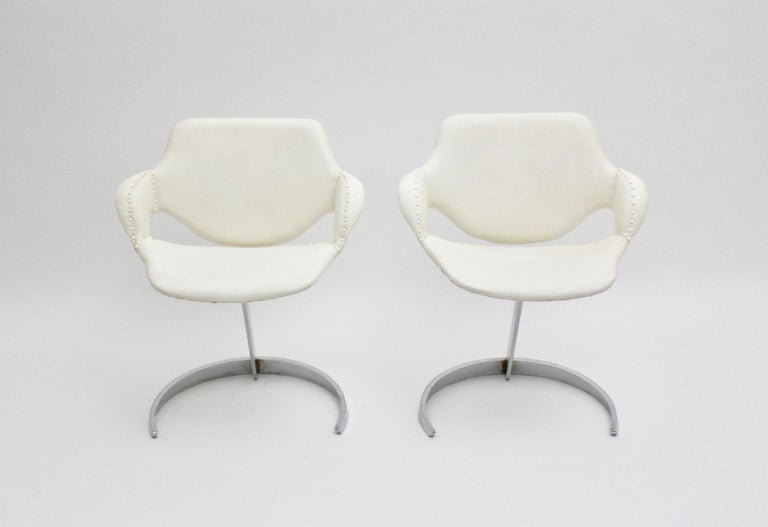 Space Age Vintage White Faux Leather Metal Armchairs Boris Tabacoff, France In Good Condition For Sale In Vienna, AT
