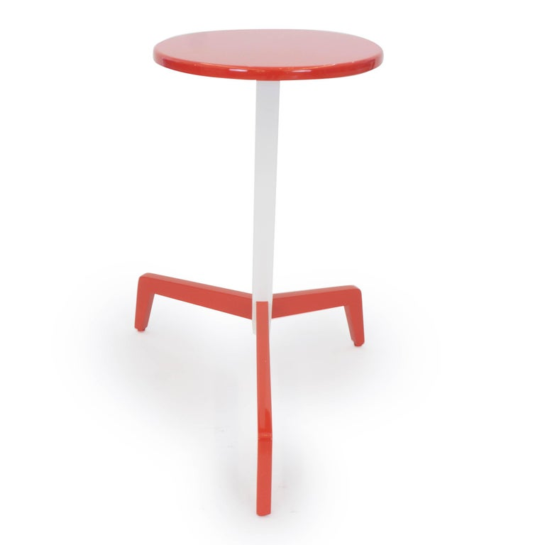Space Saving Modern Side Table In Excellent Condition For Sale In Westport, CT