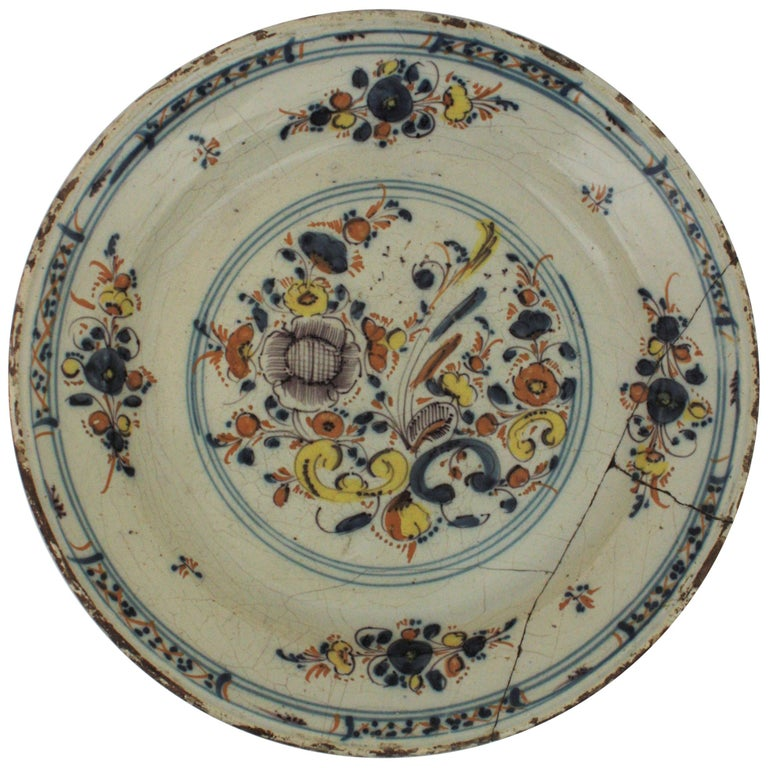 Spanish 17th Century Ceramic Circular Charger Plate, Talavera or Puente For Sale