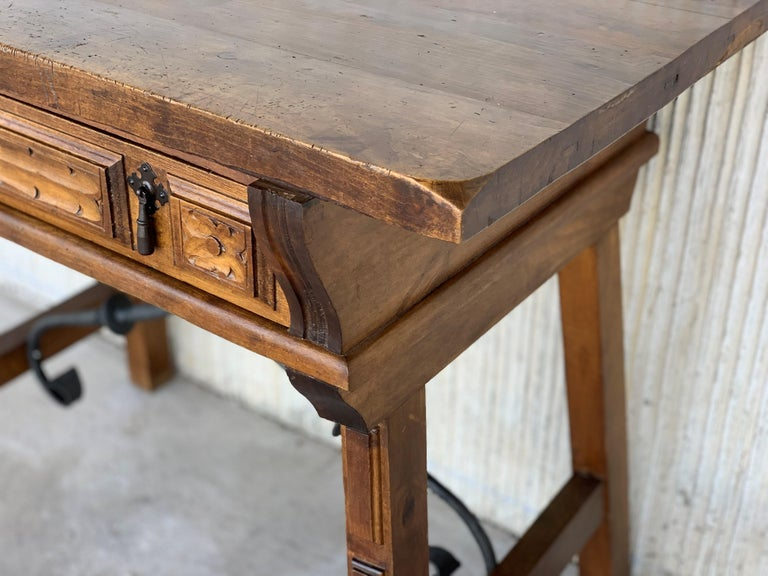 Spanish 1880s Walnut Side Table or Lady Desk, Carved Legs and Iron Stretcher For Sale 5