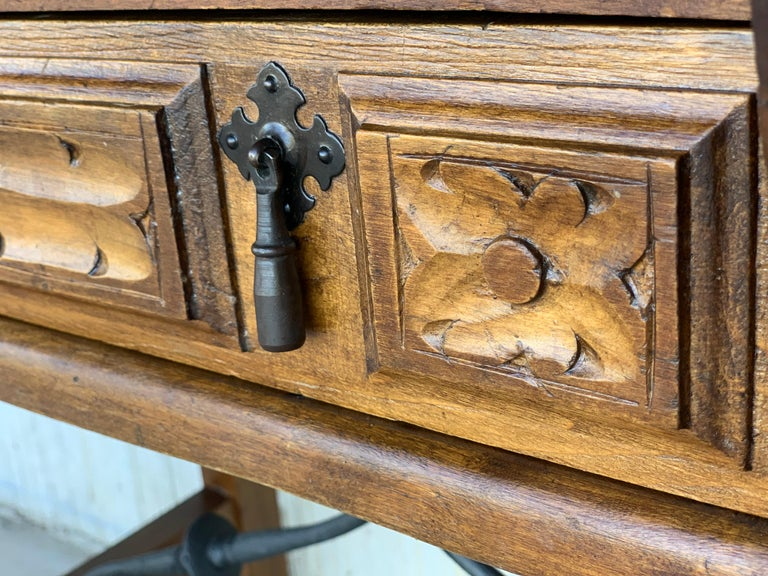Spanish 1880s Walnut Side Table or Lady Desk, Carved Legs and Iron Stretcher For Sale 6