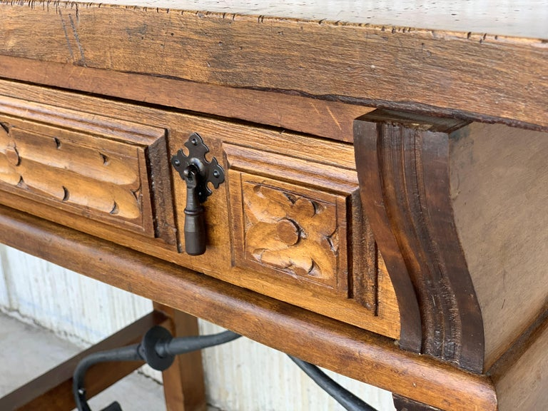 Spanish 1880s Walnut Side Table or Lady Desk, Carved Legs and Iron Stretcher For Sale 7