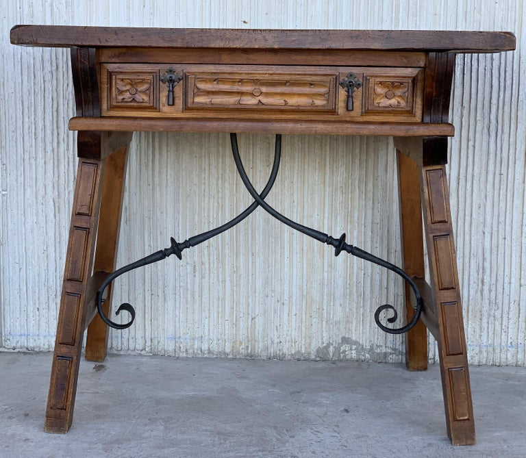 Baroque Spanish 1880s Walnut Side Table or Lady Desk, Carved Legs and Iron Stretcher For Sale