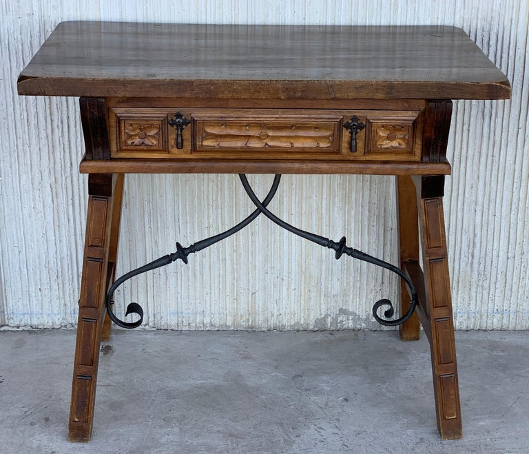Spanish 1880s Walnut Side Table or Lady Desk, Carved Legs and Iron Stretcher In Good Condition For Sale In Miami, FL