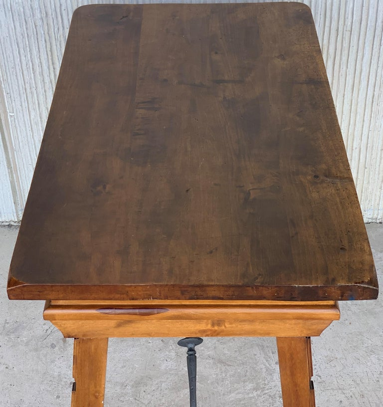 Spanish 1880s Walnut Side Table or Lady Desk, Carved Legs and Iron Stretcher For Sale 3