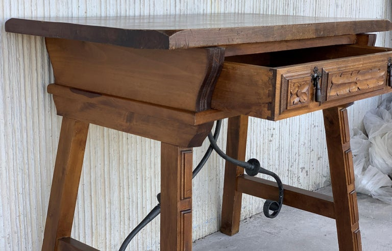 Spanish 1880s Walnut Side Table or Lady Desk, Carved Legs and Iron Stretcher For Sale 4