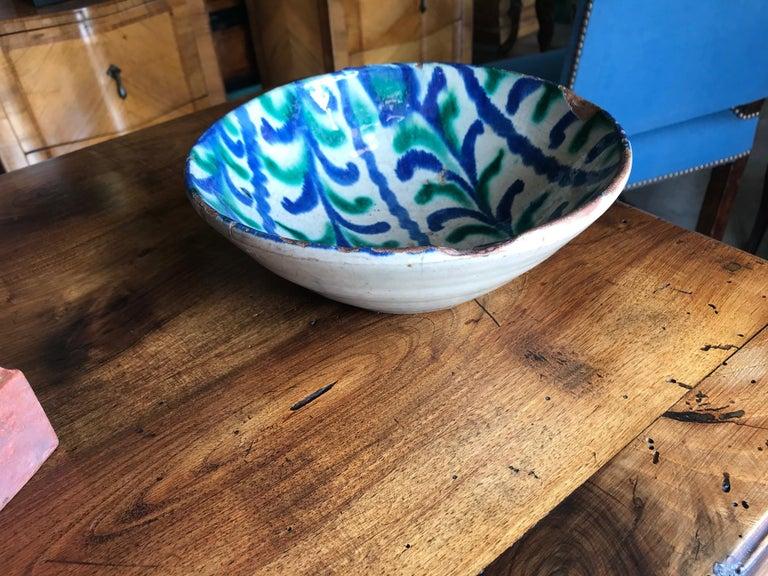 Hand-Crafted Spanish 18th Century Talavera De La Reina Bowl Plate Decorative Antique Object For Sale