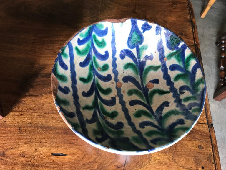 Spanish 18th Century Talavera De La Reina Bowl Plate Decorative Antique Object In Good Condition For Sale In West Hollywood, CA