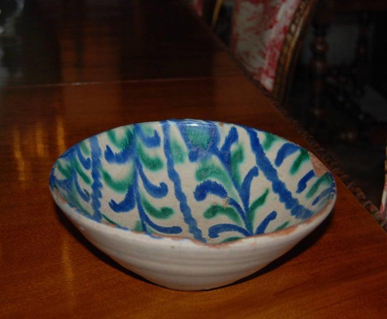 Earthenware Spanish 18th Century Talavera De La Reina Bowl Plate Decorative Antique Object For Sale