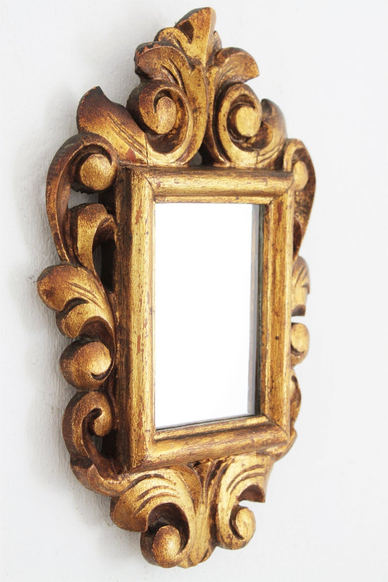 Spanish 1920s Baroque Style Carved Giltwood Wall Mirror Miniature In Excellent Condition For Sale In Barcelona, ES