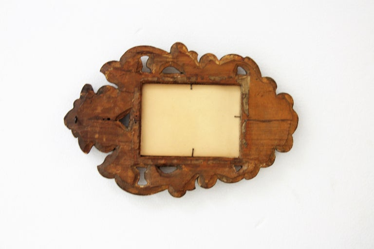 Spanish 1920s Baroque Style Carved Giltwood Wall Mirror Miniature For Sale 3