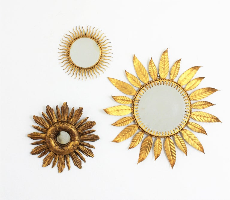 Spanish 1940s Baroque Style Carved Giltwood Mini Sized Sunburst Mirror For Sale 3