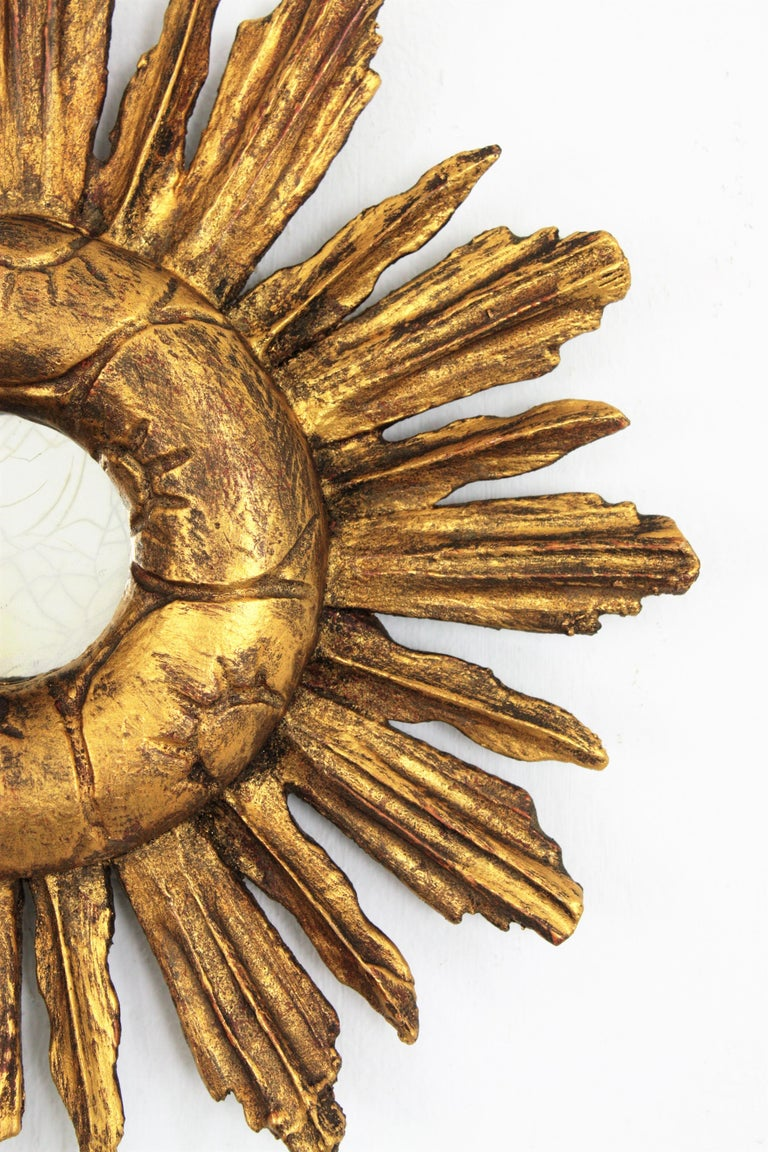 Spanish 1940s Baroque Style Carved Giltwood Mini Sized Sunburst Mirror For Sale 4