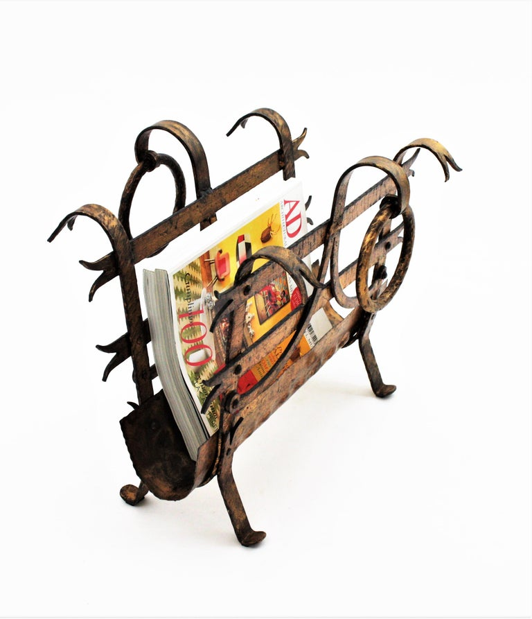 20th Century Spanish 1950s Hand-Hammered Gold Gilt Iron Magazine Rack with Ring Handles For Sale