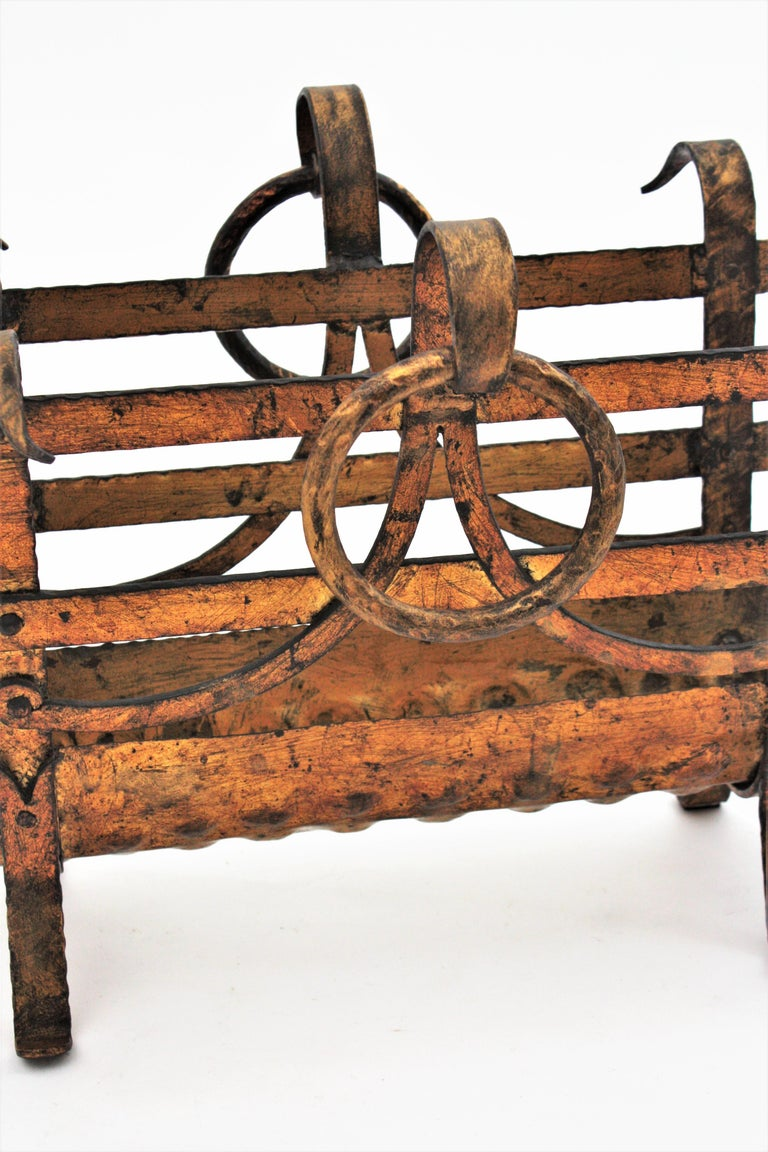 Spanish 1950s Hand-Hammered Gold Gilt Iron Magazine Rack with Ring Handles For Sale 4